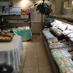お菓子の田園 - 店内です。