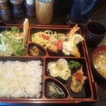 レストラン こつこつ亭 - 本日の盛り合わせ(魚介のフライ) お味噌汁付