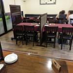 TOKI - テーブル席と、幅広い年齢・グループ層に対応する掘り炬燵テーブル式の小上がりがあります。       カトラリーにはお箸もあり、気軽に洋食を味わえるコンセプトです。