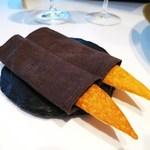 レストラン サンパウ - とうもろこしの粉のチップス、パプリカパウダー