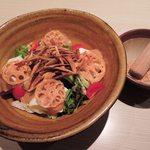 KICHIRI - お料理もいろいろ注文したよ。 京とうふ藤野牛蒡、蓮根、お豆腐の金胡麻サラダ590円(税抜)。 これにも素揚げの蓮根と牛蒡がトッピングされてます。 すり胡麻をかけていただくようになってるよ。