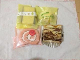 菓子工房 モンシェリ - 苺のロール、カステラ、レモンケーキ、リンゴケーキ