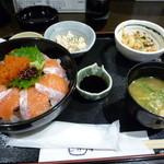 とと家 - サーモンとびっこ丼定食+゚。*(*´∀`*)*。゚+