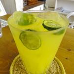 路の上のカフェ日日 - 沖縄シークワァーサースカッシュ