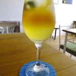 路の上のカフェ日日 - 沖縄シークワァーサーと紅茶のアイスセパレートティー