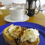 路の上のカフェ日日 - 黒糖とバナナのベイクドチーズケーキ