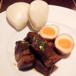 41379114 - 蒸しパンと角煮、煮卵