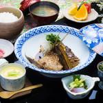 浜菊 - 鯛の荒煮定食