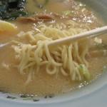 41386256 - 麺は素直な中華麺