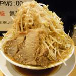 41387963 - ラーメン小¥680+野菜マシマシ・アブラ・カラメ