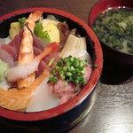 海鮮山鮮 武蔵 万風 - ちらし丼