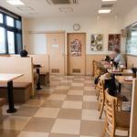 名代 箱根そば - 店内は広々していて清潔そう