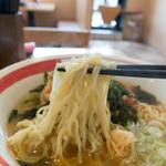 名代 箱根そば - ラーメンの麺はインスタントっぽい(;´∀`)