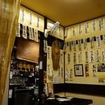 居酒屋蔵八 - (2015/7月)座敷席の壁にはメニューがたくさん