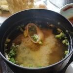 なか安 - 「日替り定食 (1000円)」のお味噌汁