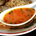 大康ラーメン - スープは豆板醤で辛くした模様