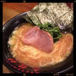 濃厚豚骨醤油ラーメン 太龍軒 - 醤油ラーメン 700円
