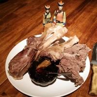 シリンゴル - チャンサンマハ (1皿¥1500) 羊肉モンゴル岩塩ゆで。これぞモンゴル。モンゴル料理の中でも一番代表的な料理。モンゴルではナイフさばきは ☆ イイオトコ ☆ の条件。ナイフで削いだり、かぶりついたりしてどうぞ!