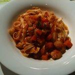 アンジェロ シシリー - 鶏モモ肉・香味野菜・新じゃがのトマト煮込みソース(タリアテッレ)
