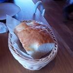 41400859 - 一階のパン工房で焼かれたフォカッチャ。香りが良かった!