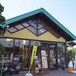 道の駅とみうら 枇杷倶楽部 - お店は道の駅とみうらの中にあります