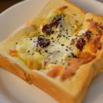 センダイコーヒー - ドライトマトのピザトースト