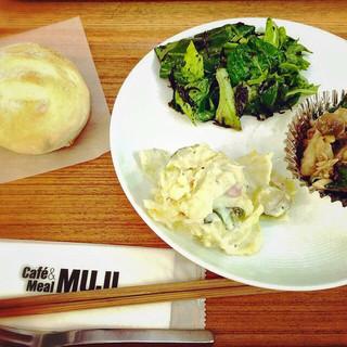 カフェ&ミール ムジ 有楽町 - 選べるデリ3種とロールパン 2014.12.7訪問