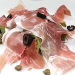 ジュリアーノ - イタリア産生ハムのサラダ
