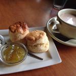 パンタリタ - 料理写真:スコーン    と    スパイスティー