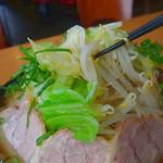 麺匠 有磨屋 - 野菜山が実に旨い(2015年7月18日)