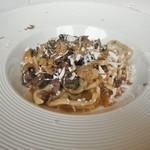 イルバンビーノ - フランス産 鳩とマッシュルームのラグー サマートリュフ添え ウンブリケッリ