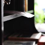 ヴォルール・ドゥ・フルール - 窓際の家具