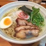 41410758 - 白醤油ラーメン(壱・平打ち麺)