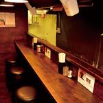 拉麺 黒ノ坊 - 店内カウンター。カウンター5席となります。