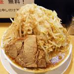 41416952 - ラーメン小¥680+ヤサイマシマシ・アブラ・カラメ