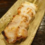 酒盃 - 比内地鶏串焼(350円)