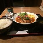 日日是 神戸 段 - 日替わり定食、今日は、煮込みハンバーグでした、ご飯大盛り無料です