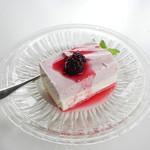 ゴールデンベリーズ - 料理写真:ブルーベリーヨーグルトムースセット200円