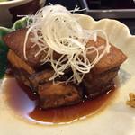 愛子屋 - 自家製 豚の角煮600円