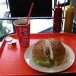パークサイドカフェ - アイスコーヒーとBLTバーガー