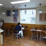福田パン - イートインコーナーもあります