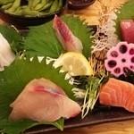魚輝水産 - 5種盛…ちょっと食べてます…スミマセン