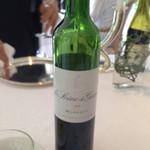 41434891 - ボルドーの赤ワイン 珍しいサイズ