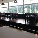 ビーフビレッヂ区界 - 窓際テーブル