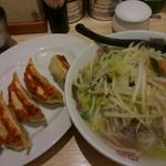 41437070 - □タンギョーセット 1000円□ 野菜がてんこ盛りのタンメン!そして具が多い餃子!