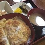 三浦屋 - カツ丼(奴、お漬物、味噌汁付)