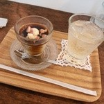 Un Peu - フレッシュ無花果の豆乳プリン(黒糖みつかけ)*梅ソーダ