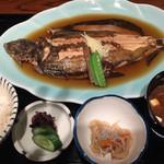 日本料理・鮨 あしび  - カレイの煮付け