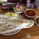 インドカレーアハメド - ランチBセット キーマカレー、野菜カレー