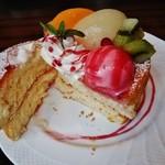 41444161 - 『桃のスフレパンケーキ』の断面!!ふんわり膨らんで ふわっふわ~~♪(^o^)丿